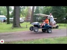 If you like golf and you like comedy, well then this video is for you. This video has many hilarious golf mishaps. It has everything from hilariously funny to down right painful! It includes people falling, wild shots, and plenty of golf cart wrecks:( Funny Golf Pictures, Epic Fail Pictures, Funny Images, Funny Pranks For Kids, Funny People Falling, Whatsapp Videos, Golf Videos, Golf Irons, Fail Video