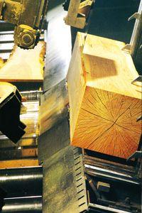 Bewerking van houten eiken blok. http://houtenblokopwielen.nl/