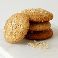 Mandelcookies Protein, Cookies, Desserts, Food, Caramel, Crack Crackers, Tailgate Desserts, Deserts, Biscuits