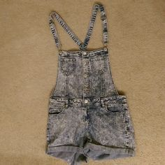 Overalls Faded blue Whit with short, adjustable straps Other