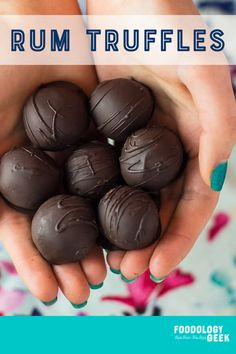 Right rum chocolate filling with a dark chocolate candy shell. These are super easy to make rum truffles. Rum Truffles, Homemade Truffles, Homemade Candies, Chocolate Truffles, Liquor Truffles Recipe, Homemade Candy Recipes, Choco Truffle, Pumpkin Truffles, Lemon Truffles