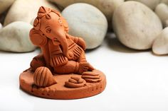 Green and Eco-Friendly Decorating Ideas for the Holidays Ganesha Pictures, Ganesh Images, Krishna Images, Clay Ganesha, Ganesha Art, Ganesh Lord, Sri Ganesh, Diy Clay, Clay Crafts