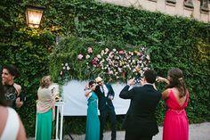 139.Detallerie_wedding_planner_photocall_flowers_props_gold