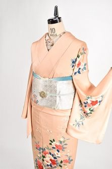 Lower lined kimono with silk to rest the bird feathers in wild cherry tree Hanatsubaki to Loaf dyed thin red