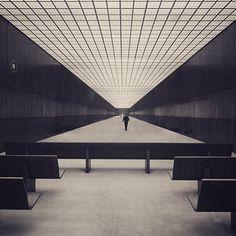 #Architecture #Design #Chicago www.bauhaus-movement.com - Federal Center Chicago 1964