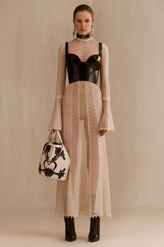 Alexander McQueen Resort 2019 Fashion Show - Maria Villalobos - . - Alexander McQueen Resort 2019 Fashion Show – Maria Villalobos – - Look Fashion, Fashion Art, Editorial Fashion, Trendy Fashion, High Fashion, Womens Fashion, Fashion Trends, Vogue Fashion, Fashion Fashion