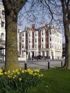 Hove Palmeira Square (Gwydyr Mansions)  - photo Robert Bovington  http://bovingtonbitsandblogs.blogspot.com.es/ #Brighton