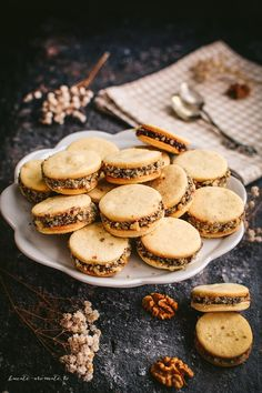 Fursecuri cu magiun de prune şi nuci Romanian Desserts, Romanian Food, Cookie Recipes, Dessert Recipes, Good Food, Yummy Food, Artisan Food, No Cook Desserts, Special Recipes