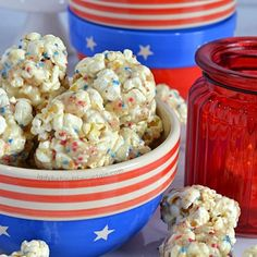 These colorful Peanut Brittle Mini Popcorn Nuggets are ready to serve at your of July Party. These quick and easy nuggets DO NOT require a candy thermo Cinnamon Roll Bread Pudding, Cinnamon Rolls, Strawberry Scones, Strawberry Shortcake, Beer Dip, Icebox Pie, Orange Scones, Ice Cream Pops, Peanut Brittle
