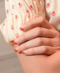 nude-red nails+shirt=<3