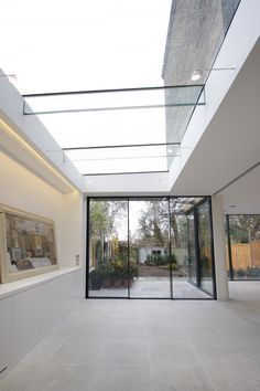 Minimal Windows Sliding Doors and above Structural Glass rooflight on residential property by IQ Glass Extension Veranda, Glass Extension, Extension Ideas, Glass Structure, Roof Structure, Decoration Bedroom, Decoration Design, Sliding Glass Door, Sliding Doors