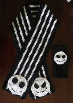 Jack Skellington Inspired Scarf and Fingerless Gloves Crochet Winter Hats, Crochet Kids Hats, Crochet Scarves, Hand Crochet, Crochet Baby, Crocheted Scarf, Crochet Skull Patterns, Halloween Crochet Patterns, Halloween Cross Stitches
