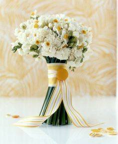 Wedding bouquet, yellow.