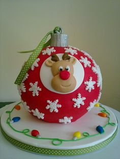 Natal 2013 | Christmas tree bauble - Carrot cake decorated with sugarpaste.