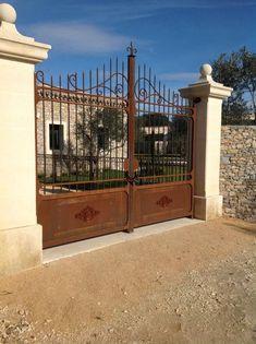 Fabrication et création d'un portail en fer avec deux ouvrants dans une magnifique propriété à Uzès , nous avons cré&e...