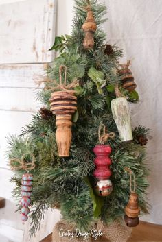 Diy christmas ornaments 8796161759888704 - Small tree with large spindle DIY ornaments. Country Design Style Source by cstahl Christmas Swags, Christmas Ornaments To Make, Christmas Design, Diy Ornaments, Homemade Christmas, Rustic Christmas, Christmas Crafts, Christmas Decorations, Primitive Christmas
