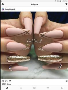 Try some of these designs and give your nails a quick makeover, gallery of unique nail art designs for any season. The best images and creative ideas for your nails. Stylish Nails, Trendy Nails, Sophisticated Nails, Fancy Nails, Cute Nails, Milky Nails, Graduation Nails, Nagel Hacks, Best Acrylic Nails