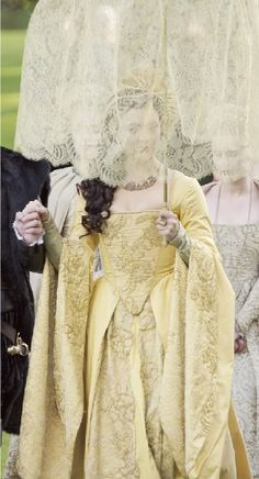 i will be working on medevil tudor as well as borgia era costumes for the fall i just thought the colors anne boleyn costume from the tudors will be purfect for spring lol