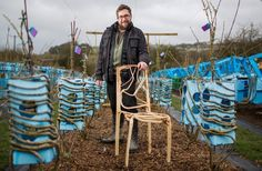 Gavin Munro is a designer and farmer who conducts a project with the aim to develop pieces of furniture , which are planted and grown, with a much lower impact than traditional furniture.