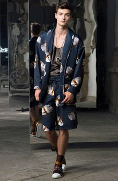 See the complete Trussardi Spring 2017 Menswear collection.