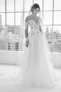 Wedding gown for Margaery - Zuhair Murad Bridal Spring 2018 Big Wedding Dresses, Beautiful Wedding Gowns, Designer Wedding Dresses, Zuhair Murad Bridal, Zuhair Murad Dresses, Long Sleeve Wedding, Wedding Dress Sleeves, Embroidery Dress, Crystal Embroidery