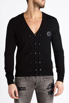 Beautiful cardigan with mickey mouse print on the back. Original and glamorous, it will brighten up your outfit. Wear it with jeans and sneakers to finish the look. Browse the complete Philipp Plein collection online at Boudi UK. Philipp Plein is pure luxury with his latest Menswear Collection embodying the designers rebel streak, and glamorous ideals making the Philipp Plein brand instantly recognisable.  FW14-HM321136