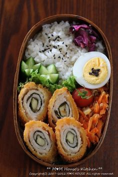 Japanese Bento Lunch (Chicken Cheese Nori Fried Roll, Kinpira Carrot, Light-Pickled Cucumber)|弁当>>deli turkey or chicken, spinach and pickle, deep fried Bento Recipes, Cooking Recipes, Healthy Recipes, Healthy Food, Little Lunch, Bento Box Lunch, Box Lunches, Japanese Food, Japanese Bento Box