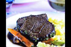 Pravá anglická hovězí pečeně, podávaná s bramborami a zeleninou, je na americkém nedělním stole skutečnou klasikou
