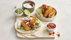 Taco med panert torsk, hjertesalat, rødløk, salsa og guacamole. Fish Recipes, Guacamole, Chili, Salsa, Tacos, Mexican, Chicken, Meat, Ethnic Recipes