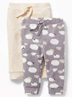 Baby Sheep Leggings | These cute baby leggings are perfect cozy day or travel clothes! With sweet little sheep and clouds, they would also make perfect pajamas for babies. Gender neutral and would work for baby girls or baby boys. So cute!! #Affiliate