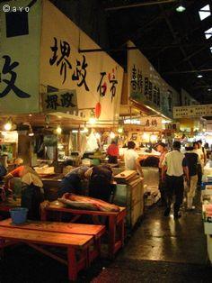 Tsukiji Fish Market, Tokyo, Japan. 3:30 am, sushi breakfast! YUM! http://www.avoavo.com/page/4