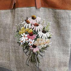 """Mi piace"": 798, commenti: 11 - 마로 (@maro_embroidery) su Instagram: ""@riasee0300 선생님의 꽃자수 가방. 넘 예뻐요~~^^ 탐나요~ #프랑스자수 #enbroidery #스티치앤트립"""