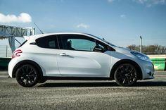 White-Peugeot-208-GTI-30th-Anniversary-Side-carwitter.jpg (1024×680)