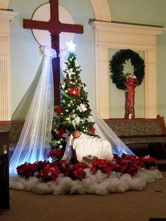 Catholic Art, Altar, Ideas Para, Christmas Tree, Holiday Decor, Creative, Home Decor, Church Flower Arrangements, Nativity Sets