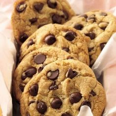 Though you might expect tons of scandals from channels like MTV and Bravo, the Food Network has a reputation as the more well-behaved TV sibling. Cookie Recipes, Dessert Recipes, Snacks Sains, Yummy Food, Tasty, Chocolate Chip Cookies, Chocolate Chips, Coconut Chocolate, White Chocolate
