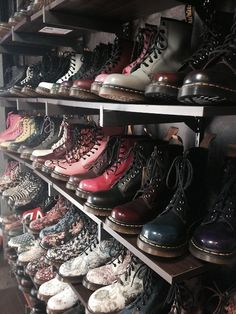 Dr Martens very popular with the grunge style Grunge Outfits, Grunge Shoes, Sock Shoes, Cute Shoes, Me Too Shoes, Shoe Boots, Fashion Mode, Grunge Fashion, Fashion News