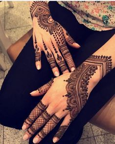 Mehendi – The word itself says all in regards to traditional practice of making Henna tattoos on hands or legs, … Mehndi Designs 2018, Modern Mehndi Designs, Henna Art Designs, Bridal Henna Designs, Beautiful Mehndi Design, Mehndi Designs For Hands, Modern Henna, Mehndi Design Pictures, Mehndi Images