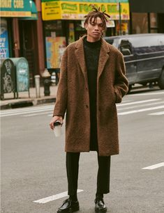 Seth Hill Inspires in Outerwear from East Dane Seth Hill dons a Ted Baker sweater, Lemaire coat, Stüssy cropped trousers, Theory mock tee, and Saturdays NYC shoes. Foto Fashion, Nyc Fashion, Mens Fashion, Cropped Trousers Men, Brown Denim Jacket, Ted Baker, A New York Minute, Dna Model, Saturdays Nyc