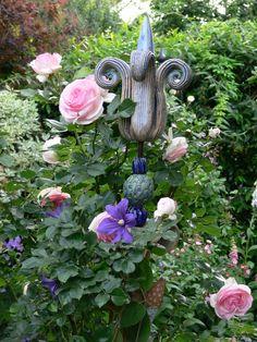 Gartenkugeln & -stelen - Gartenkeramik KNOSPENENSTELE türkis-blau - ein Designerstück von Brigitte_Peglow bei DaWanda