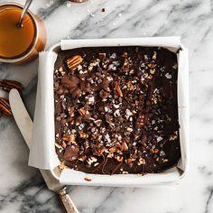 Chocolate Bar Recipe, Chocolate Shakeology, Salted Chocolate, Chocolate Treats, Melting Chocolate, 21 Day Fixate Recipes, 21 Day Fix Snacks, Beachbody Blog, Pecan Bars