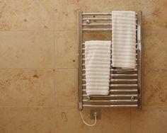 Электрический полотенцесушитель бьет током. Какая причина и что делать?