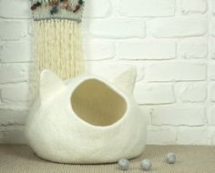 Felted Cat Cave, Felt Cat Bed, White Pet Bed, Wool Cat Pod, Cosy Cat Cocoon, Cat Den, Cat House, Kitty Cave
