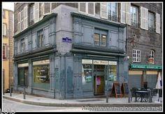 vieux batiments et vieille boutique a clermont ferrand