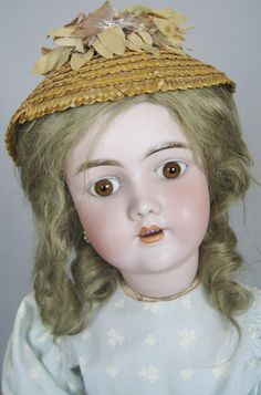 Isn't she lovely? A 21 antique german doll manufactured by the Heinrich Handwerck company.   I love the 79, 99 and 109 mold dolls when they have those