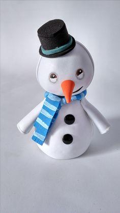 Fofucho)Friolín es un muñeco de nieve que teme contraer un resfriado, lo cual la Dra. Juguetes lo atiende