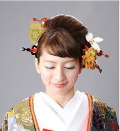 気品あふれる振袖には豪華な簪を使ったヘアスタイルを♡和装結婚式の本振袖・引き振袖。 ウェディング・ブライダルの参考に♡