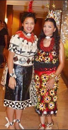 Tongan Tau'longa in tongan costume