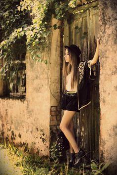 http://fashioncoolture.com.br/2013/01/23/look-du-jour-a-worn-out-life-2/