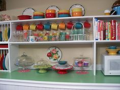Love the color and the books (and the plate divider area)