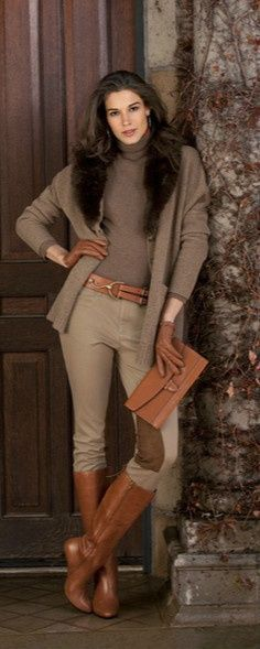 Ralph Lauren outfit for fall or winter. The fur collar kicks this monotone outfit up a notch. Perfect for a holiday dinner. Mode Outfits, Casual Outfits, Fashion Outfits, Womens Fashion, Fashion Trends, Casual Boots, Dress Casual, Ladies Fashion, Dress Fashion
